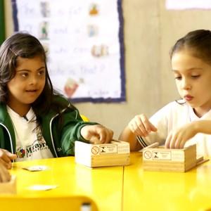 Escolas não podem negar matrícula a crianças com Down (TV Globo)