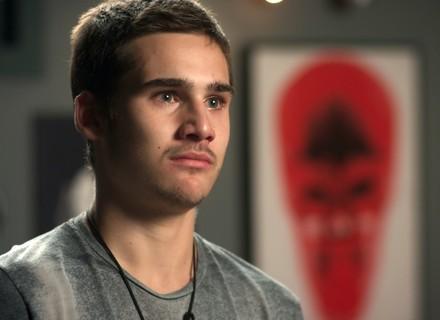 Zac descobre que a mãe esteve no Rio e não o procurou