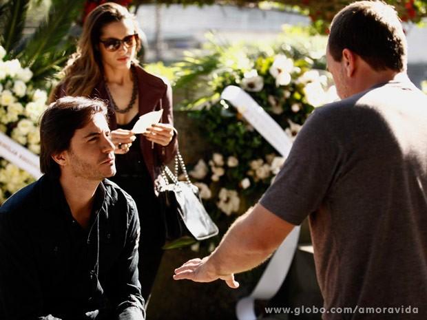 Fernanda e Ricardo recebem a orientação do diretor (Foto: Amor à Vida/TV Globo)