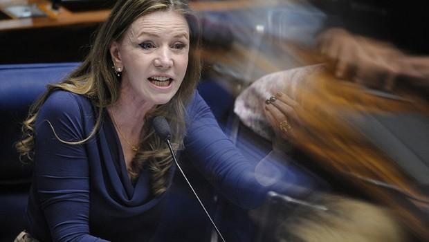 Em pronunciamento, senadora Vanessa Grazziotin (PCdoB-AM) no 3º dia de julgamento  (Foto: Pedro França/Agência Senado)