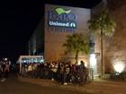Fãs ansiosos aguardam show do grupo Fifth Harmony em Curitiba