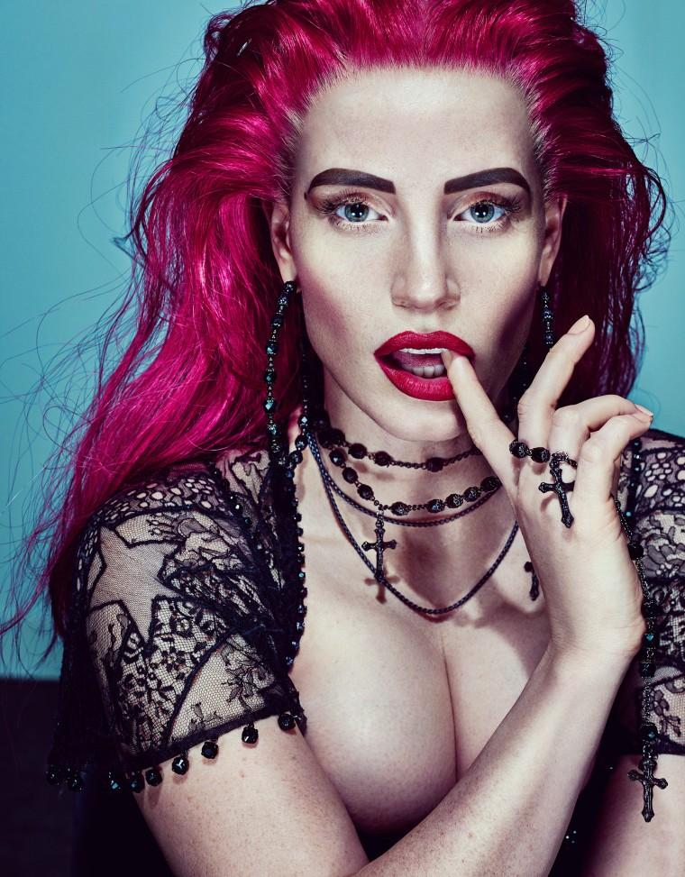 Jessica Chastain surge bem diferente na W Magazine