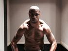 Adriano posa de Hulk e mostra corpo sarado: 'Como nos velhos tempos'