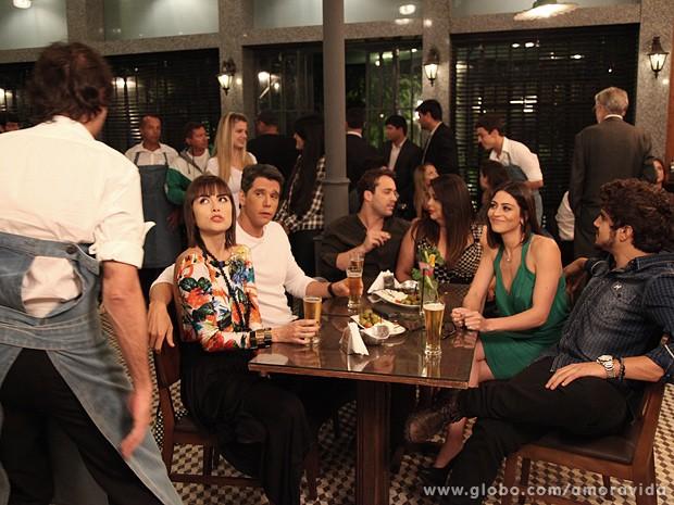 A advogada dá o maior ponto para Jonas, que serve a mesa (Foto: Jacson Vogel / TV Globo)