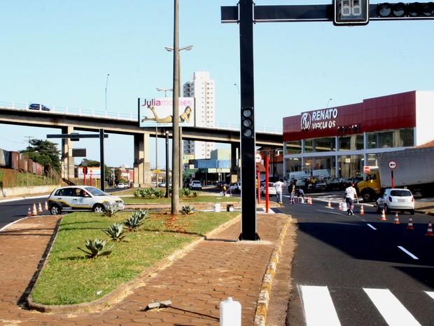 Semafóros irão evitar acidentes e facilitar o acesso à rotatória (Foto: Divulgação/Prefeitura de Araraquara)