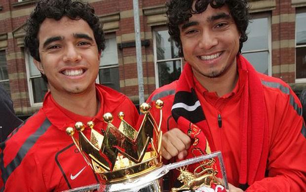 fabio rafael manchester united troféu (Foto: divulgação / Site Oficial do Manchester United)
