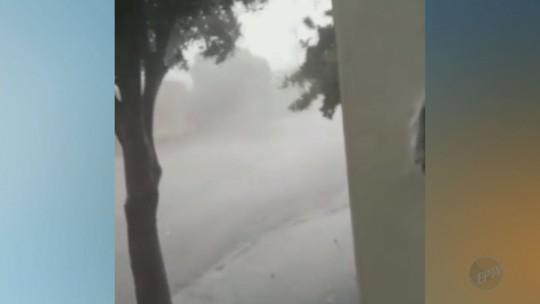 Chuva de granizo e ventos provocam estragos em Igarapava, SP