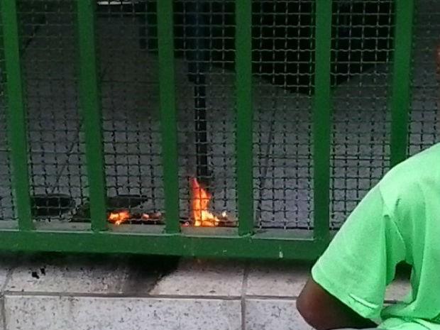 GCM apreende menores tentando por fogo e depredando escola (Foto: Divulgação / GCM)