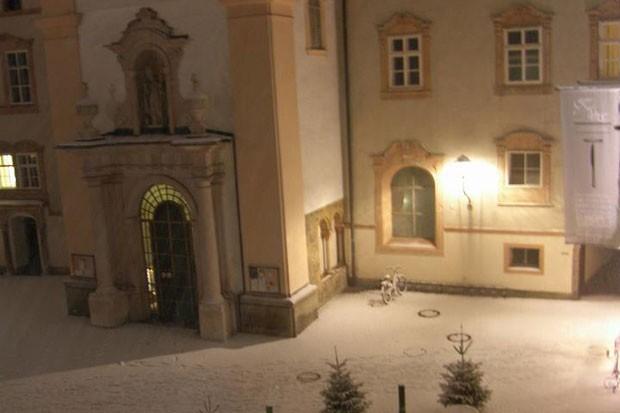 Entrada secular do Stiftskeller St. Peter (Foto: Reprodução/Facebook)