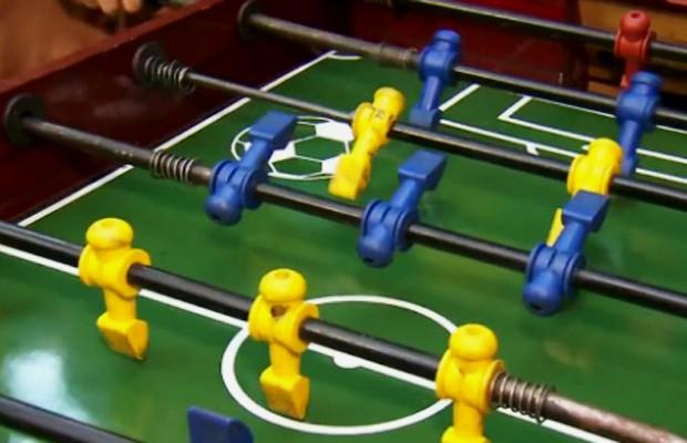 Mesa de pebolim, jogo também conhecido como totó (Foto: Reprodução/TV Globo)