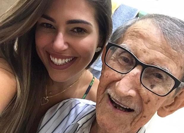 Vivian Amorim lamenta morte do avô: