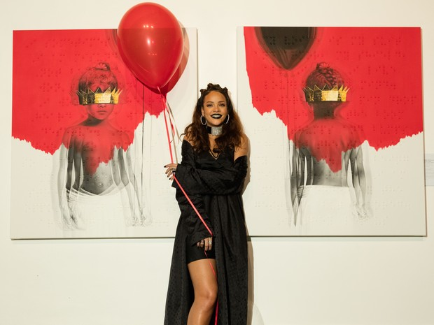 Rihanna apresenta a capa de seu novo álbum em Los Angeles, nos Estados Unidos (Foto: Christopher Polk/ Getty Images/ AFP)