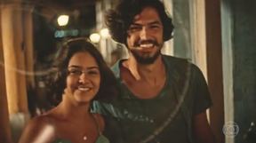 Gabriel Leone e Giullia Buscacio em cena de 'Velho Chico' (Foto: Reprodução/TV Globo)