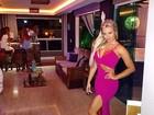 Veridiana Freitas investe em vestido sensual para badalar