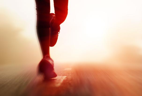 Praticar exercícios ao ar livre requer cuidados com o sol (Foto: Reprodução Shutterstock)