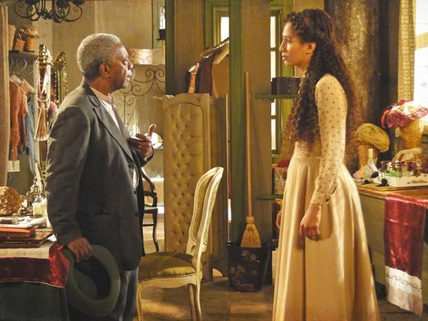 Afonso detesta a ideia da filha partir com uma mulher como Jeannete Dorleac (Foto: Lado a Lado/TV Globo)
