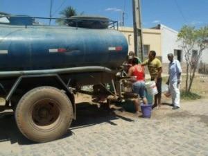 Carro pipa deverá chegar a mais 21 cidades (Foto: Governo do Estado/Divulgação)