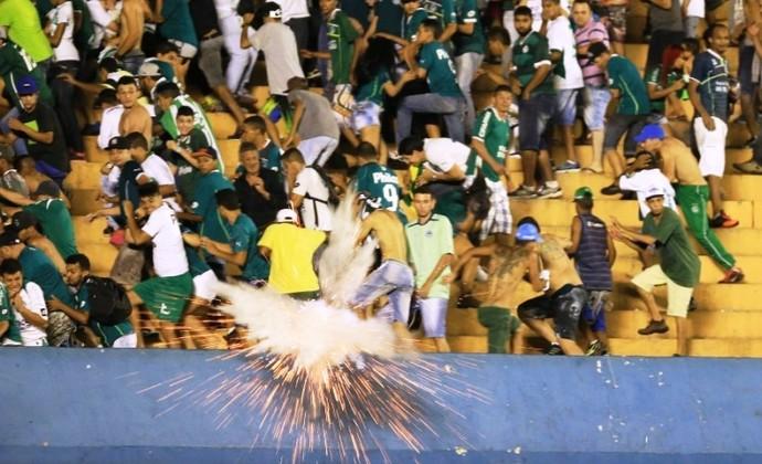 Goiás x Coritiba: confusão após o jogo (Foto: Wildes Barbosa/O Popular)