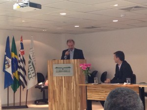 Mercadante discursa durante inauguração do campus.  (Foto: Vanessa Fajardo/G1)