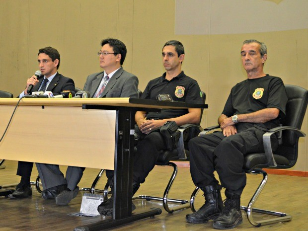 Em coletiva, PF-AC diz que vai pedir quebra do sigilo bancário de suspeitos (Foto: Aline Nascimento/G1)
