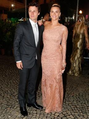 [ESTILO] Carolina Dieckmann chegando no casamento de Preta Gil  (Foto:  Alex Palarea/Felipe Assumpção/Marcello Sá Barretto/AgNews)