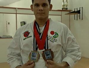 Manoel Adelino Borges Júnior vai disputar mundial de Karatê para deficientes auditivos, na Venezuela (Foto: Reprodução/TV Liberal)