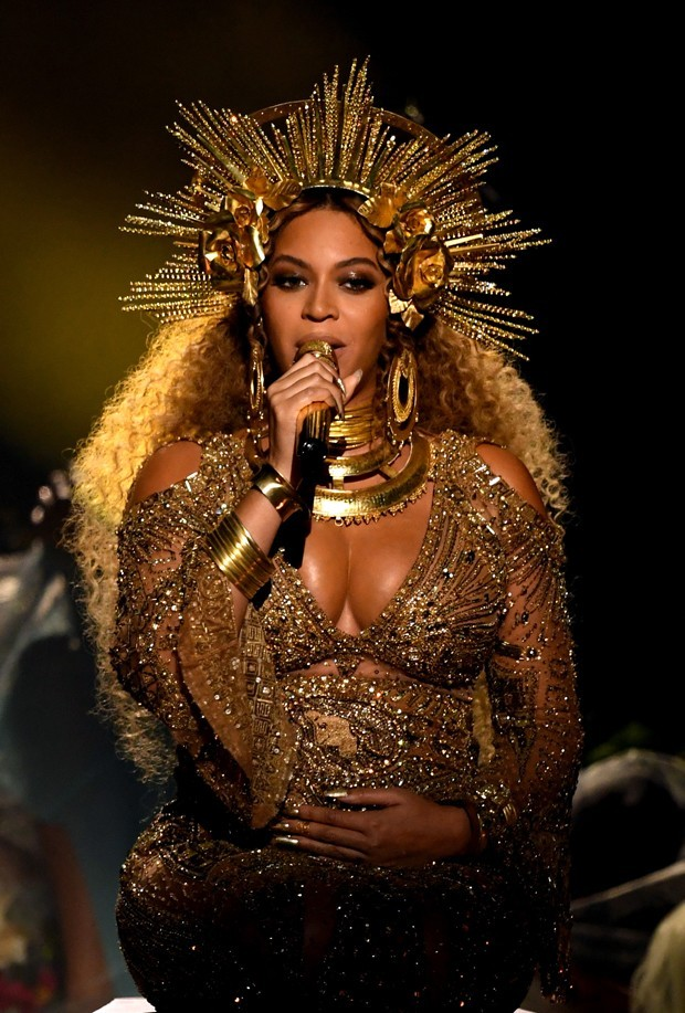 Beyoncé com vestido by Peter Dundas (Foto: Getty Images)