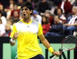 Thomaz Bellucci no tênis contra John Isner Copa Davis (Foto: EFE)