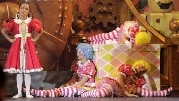 'É muito lindo', diz menina ao conhecer o Natal Luz (Cleiton Thiele/SerraPress)