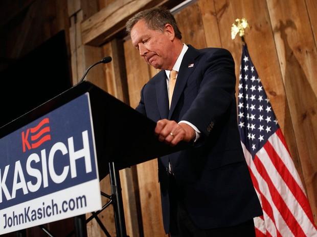 John Kasich anuncia a suspensão de sua campanha em Columbus, Ohio, na quarta (4) (Foto: J.D. Pooley/Getty Images/AFP )