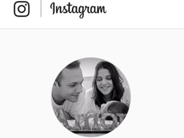 Ana Carolina Oliveira postou foto com o marido e o filho Miguel em sua conta no Instagram (Foto: Reprodução/Instagram)
