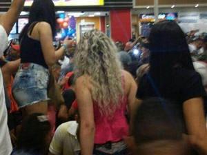 Disparos em shopping causam tumulto na praça de alimentação (Foto: Enviado por WhatsApp)