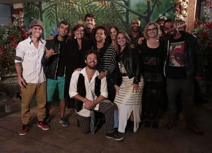 A equipe da arte se reúne na confraternização (Foto: Felipe Monteiro/ Gshow)