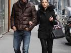 Kaká e Carol Celico passeiam pelas ruas em Milão