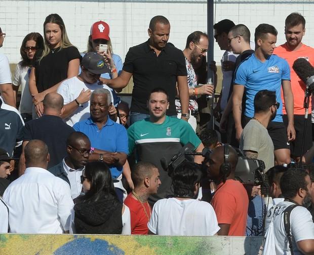 Wesley Safadão em campeonato de futebol (Foto: Francisco Cepeda e Thiago Duran/AgNews)