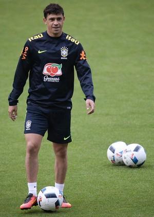 Giuliano no treino da seleção brasileira em Quito (Foto: Pedro Martins/MoWa Press)