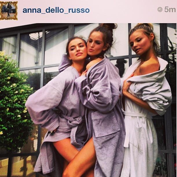 Izabel Goulart e Ana Dello Russo sensualizam no Instagram (Foto: Reprodução/Instagram)