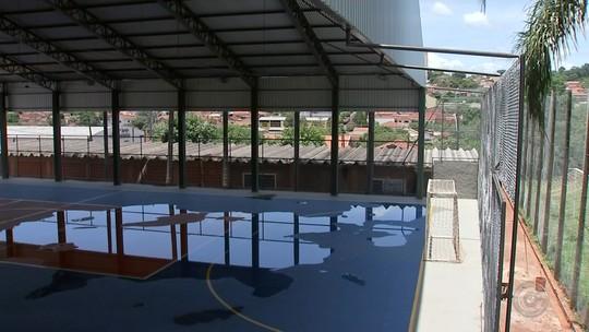 Quadra de esportes é inaugurada em Pederneiras sem parte da cobertura