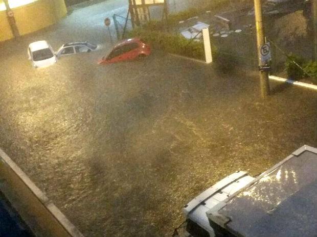 Rua Zufferey, em Jundiaí, ficou alagada (Foto: Divulgação/Divisão de Trânsito de Jundiaí)