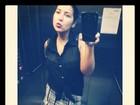 Priscila Pires acorda cedo e exibe silhueta magra em 'selfie'