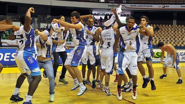 final basquete LDB Bauru comemora vitória sobre o Franca (Foto: João Pires / LNB)