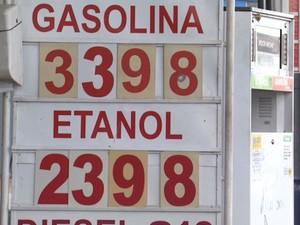 Etanol é encontrado a R$ 2,39 o litro em Leme (Foto: César Fontenelle/ EPTV)