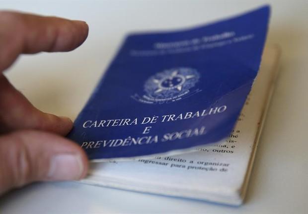 carteira de trabalho, emprego, desemprego, clt (Foto: EFE)