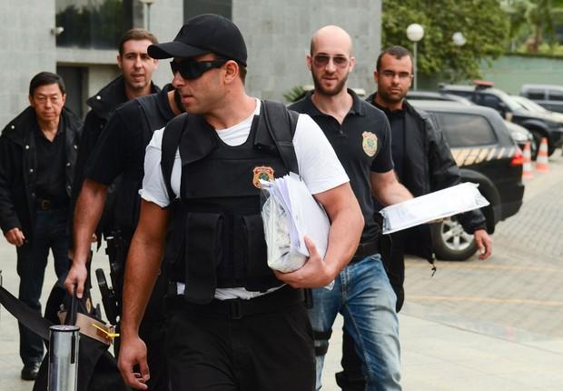 Os documentos da Operação Zelotes chegam ao Departamento de Polícia Federal, na Superintendência Regional de São Paulo (Foto: Rovena Rosa/Agência Brasil)