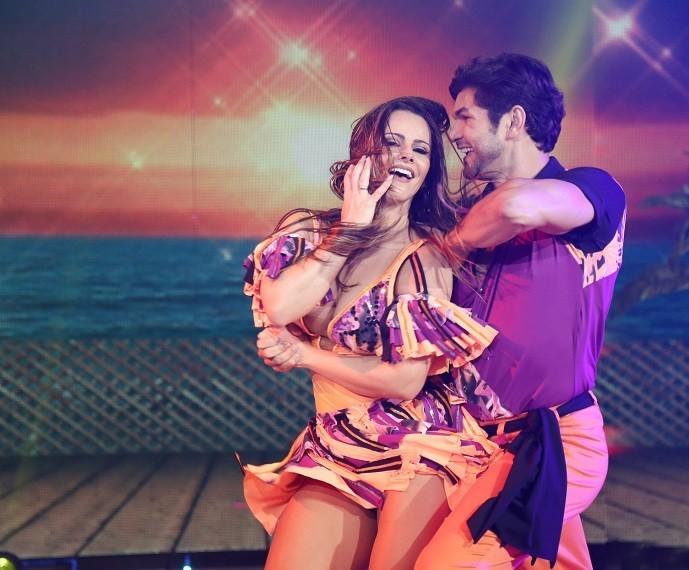 Viviane Araújo dançou forró com muito charme ao lado de Marcelo Grangeiro (Foto: Carol Caminha/Gshow)
