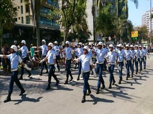 Homenagens ao Dia da Independência aconteceu na avenida da praia de Santos, SP (Foto: Orion Pires / G1)