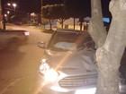 Motorista bate e abandona carro (Reprodução/ WhatsApp)