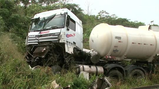 Acidente com carretas deixa rodovia interditada em Teotônio Vilela; veja o vídeo