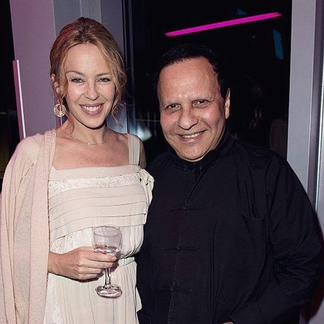 Em uma série de posts, Kylie Minogue relembrou looks de Alaïa que usou durante sua carreira (Foto: reprodução/instagram)