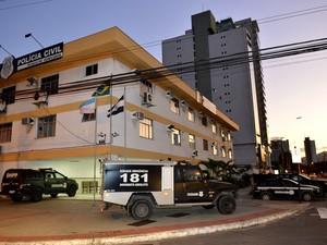 Prisão foi realizada por policiais de plantão na DHPP, Divisão de Homicídios e Proteção à Pessoa do Espírito Santo (Foto: Guilherme Ferrari/ A Gazeta)